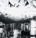 Marcel Duchamp : 1200 sacs de charbon suspendus au plafond au-dessus d'un poêle